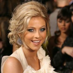 I love her hair and her<3