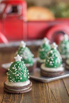 Op zoek naar zoete of hartige kerst hapjes voor op school? Klein of groot, maar vooral makkelijk. Met kerstbomen, rendieren en sterren.