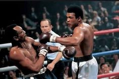 Ali throws a left hook at Bob Foster in their 1972 fight at Stateline, Nev. Although Ali knocked Fos. - Neil Leifer for Sports Illustrated Muhammad Ali Boxing, Float Like A Butterfly, We The Kings, Hometown Heroes, Love Box, Mike Tyson, World Of Sports, Boxing Workout, Sports Illustrated