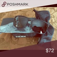 Oakley Holbrook Polarized Sunglasses Stress resistant o matter frames, Authentic, Polarized, lightweight, comfortable, filters out 100% of us rays, 6 base lens curvature Oakley Accessories Sunglasses