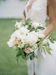Pretty white peonies: http://www.stylemepretty.com/destination-weddings/2015/09/08/romantic-whimsical-douro-inspired-shoot/ | Photography: Lounge Fotografia - http://www.loungefoto.com/