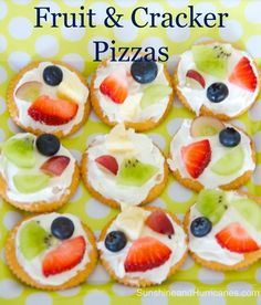 Simple and delicious, Easy Fruit and Cracker Pizzas are great for after school snacks, post sports refuel, VBS or camp! Kids can make on their own, too! snacks simple Easy Fruit And Cracker Pizzas Summer Snacks, Healthy Snacks For Kids, Easy Toddler Snacks, Snack Ideas For Kids, Snacks Kids, Simple Snacks, Healthy Classroom Snacks, Camp Snacks, Sports Snacks