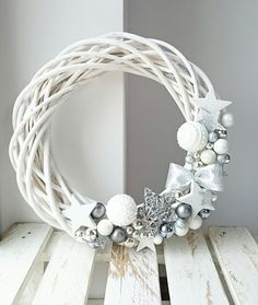Christmas Makes, Noel Christmas, Christmas Projects, Beautiful Christmas, Christmas Ornament Wreath, Ball Ornaments, Christmas Floral Designs, Shabby Chic Wreath, Advent Candles
