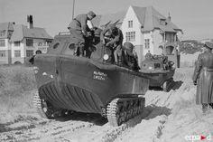 Arrivée sur les plage normandes en 1940 après la débâcle des troupes françaises. 1936, l'état-major de l'armée de terre allemande demanda à Rheinmetall Borsig AG de mettre au point un tracteur spécial qui pourrait servir à des opérations amphibies. On voulait aussi que ce tracteur puisse tirer une remorque capable de flotter et de transporter une charge utile de 18 tonnes.  Rheinmetall se lança dans le projet et produisit le Land-Wasser-Schlepper ( tracteur terre-eau ) ou LWS.