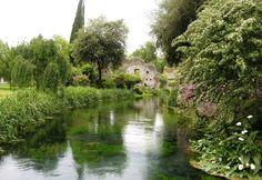 Giardino di Ninfa: tra i più belli e romantici giardini del mondo