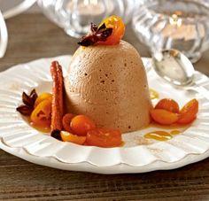 Lebkuchenparfait mit Kumquatkaramellsoße