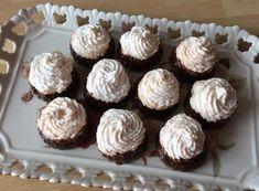 Lahodné linecké koláčiky s čokoládovou plnkou a kokosovou čiapočkou. Oreo Cupcakes, Mini Cupcakes, Dessert Recipes, Desserts, Parfait, Mousse, Fondant, Biscuits, Bakery