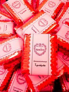 """Οι αναμνήσεις έχουν γεύση ! ♡ Μπισκοτολούκουμο """"τιριτόμπα"""" με τραγανό μπισκότο πτι μπέρ & λουκούμι! Homemade Pastries, Pastry Shop, Gift Wrapping, Sweets, Traditional, Paper Wrapping, Sweet Pastries, Patisserie, Goodies"""
