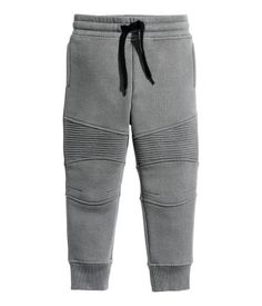 Best sewing for kids boys pajama pants Ideas Boys Pajama Pants, Boys Joggers, Joggers Outfit, Boys Pajamas, Baby Pants, Kids Pants, Grey Joggers, Baby Boy Fashion, Fashion Kids