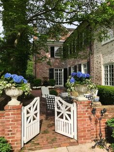 20 Casual Spring Garden Gates Design Ideas That Youll Love Garden Cottage, Garden Club, Home And Garden, Tor Design, Gate Design, Wooden Garden Gate, Garden Gates, Outside Living, Outdoor Living