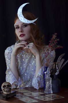 Art Nouveau Moon - Creative Vintage-Inspired Halloween Costumes to Try This Year - Photos