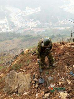 山下的天保口岸也是战士们这样一点点清扫出的一片净土。 记者 李东航 王庚 庞云豪 严浩 图片来源:中国军网