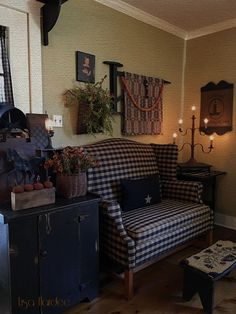 16 best country upholstered furniture images colonial furniture rh pinterest com