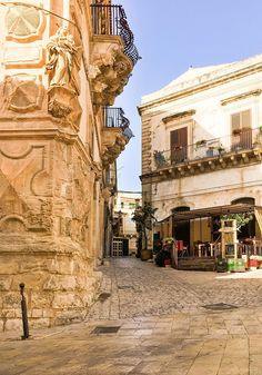 Sicily Travel, Country Homes, Art And Architecture, Travel Inspiration, Cities, Wanderlust, Home And Garden, Street View, Gardens