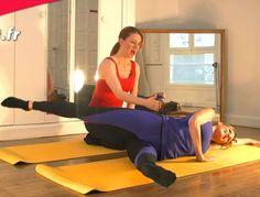 Voici un exercice de Pilates minceur qui fait chauffer les muscles de la taille, des fesses et des cuisses. Idéal donc pour fondre ! Muriel Gaudin avec Studio Prisma