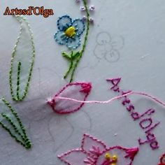 Aprende a bordar flores en punto de sombra. Border Embroidery Designs, Embroidery Leaf, Basic Embroidery Stitches, Hand Embroidery Videos, Embroidery Stitches Tutorial, Embroidery Flowers Pattern, Learn Embroidery, Fabric Flower Brooch, Crochet