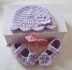 Baby Bootee and Baby Hat Set With Free Crochet Patterns.