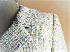 Chanel imitation jacket, White with a rain of pastel colors / Veste imitation Chanel Blanche avec une pluie de couleurs pastels de la boutique Vintagemandalitashop sur Etsy