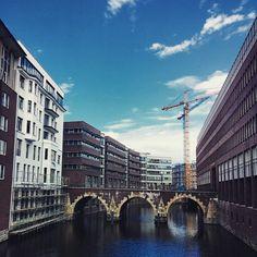 Невозможно не влюбиться в Гамбург! Наверное, это есть то общее, что связывает Гамбург и Питер! ??? it's impossible not to fall in love in Hamburg! May be this is why Hamburg & St. Petersburg are so similar!??? #hamburg #spb #Petersburg #love #city #Germany #Германия #Гамбург #Питер #cosmiclookcom #cosmiclook