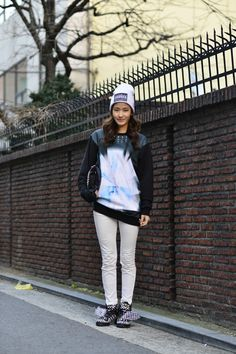 Full outfit styling from head to toe. Don't miss out the fun on your style.   Mysterious graphic print sweatshirt, trendy white beanie and check pattern sneakers,    Why not try something fun in fashion?