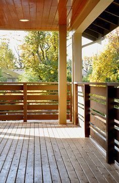 9 DIY Deck Railing Ideas & Designs That Are Sure to Inspire You #DeckRailingIdeas #DeckIdeas #RailingIdeas Horizontal Deck Railing, Wood Deck Railing, Front Porch Railings, Deck Railing Design, Balcony Railing, Fence Design, Metal Deck, Porch Wood, Deck Railing Systems