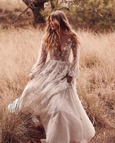 32 Ideas for Celestial Weddings wedding boho Cosmic Love: Celestial Wedding Ideas for Festival Season ⋆ Ruffled Bohemian Wedding Dresses, Dream Wedding Dresses, Bohemian Bride, 2018 Wedding Trends, Elle Ferguson, Wedding Goals, Wedding Hacks, Wedding Ideas, Wedding Styles