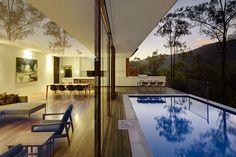 HÁBITAT: Acondicionamiento y organización del espacio interior que un edificio ofrece a quien lo habita.