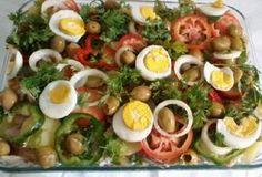 A Salada de Bacalhau Deliciosa é econômica, fácil de fazer e vai agradar toda a família. Experimente! Veja Também: Bacalhau à Gomes de Sá Veja Também: Tort
