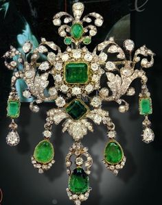 """ Emerald and Diamond Corsage Ornament of Thurn and Taxis "" No it is from the Hessens and was later owned by the Thurn and Taxis.. the..."