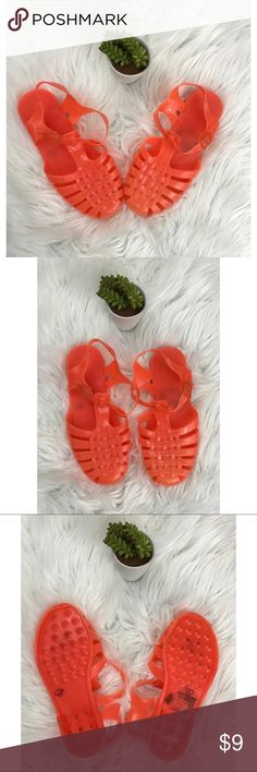 """Unbranded Orange Jelly Shoes Unbranded Orange Jelly Shoes. Bottoms show signs of wear. There is wear on the toes. Size is a 39, which is 8.5-9.  comes from a smoke free, pet friendly home. 🚫NO TRADES!  Measurements: -Length of shoe: 10"""" Shoes Sandals"""