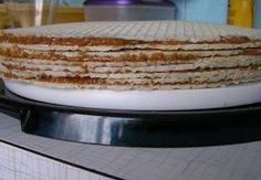 Nejprve si zkaramelizujeme cukr, pak přidáme rozehřátý tuk, pak najemno nasekané ořechy a nakonec salko. Vše neustále mícháme. Po přidání salka za stá... Xmas Cookies, Vanilla Cake, Tiramisu, Quiche, Ethnic Recipes, Desserts, Food, Painting, Deserts