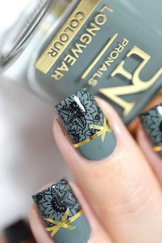 La manucure cadeaux de Noël ! // Christmas gifts nails! - Stamping - Striping tape - Bobby Loving - festive nail art - Pro nails mistletoe magic