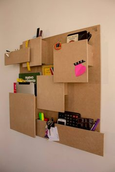 Stunning Diy Cardboard Wall Ideas To Beautify Your Room 16 You are in the right place about furniture diy easy Here we offer you the most beautiful pictures about the vintage furniture diy you are loo Diy Cardboard Furniture, Cardboard Crafts, Ideas Paso A Paso, Carton Diy, Cardboard Organizer, Wooden Organizer, Diy Karton, Wall Organization, Diy Box