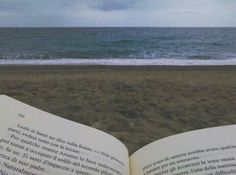 🌊📖🌊 #sea #waves #beachwaves #summer #tb #book #goodvibes #relax