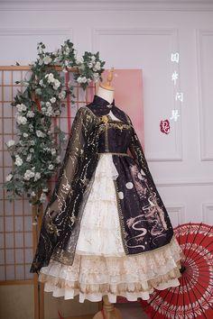 Precious Clove 【Nine Sons of the Dragon - The Music Dragon】 Qi Lolita Cape Pretty Outfits, Pretty Dresses, Beautiful Outfits, Mode Lolita, Lolita Style, Old Fashion Dresses, Anime Dress, Fantasy Dress, Kawaii Clothes