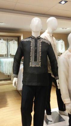 Saw this in SM Megamall, took this pic myself - Shimi ideas street styles philippines Filipiniana Wedding Theme, Barong Tagalog, Tropical Fashion, Smart Dress, Modern Man, Wedding Suits, Mens Fashion, Guy Fashion, Street Styles