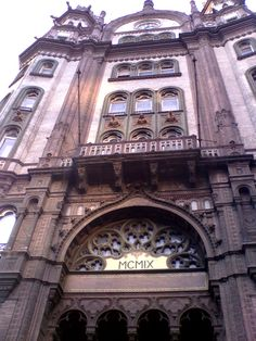 Parisi Courtyard - an impressive arcade in the so-called Brudern House (a large store in the century) near Ferenciek tere trasportation hub. Pottery Designs, Budapest Hungary, Source Of Inspiration, Studio Apartment, Big Ben, Arcade, 19th Century, Louvre, Architecture