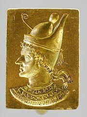 8. Anel do Faraó Ptolomeu VI usando a Dupla Coroa Pschent, século 3a-2a a.C. Os governantes Ptolomeus usavam o Pschent no Egito e em outros territórios usavam outra Coroa.