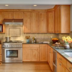 Check Out 17 Elegant L shaped kitchen design Ideas To Try. L-shaped kitchen are one of the most practical kitchen designs. Maple Kitchen Cabinets, Wholesale Kitchen Cabinets, Simple Kitchen Design, L Shaped Kitchen, Kitchen Cabinets, Kitchen Colors, Home Kitchens, Kitchen Wall Colors, Kitchen Renovation