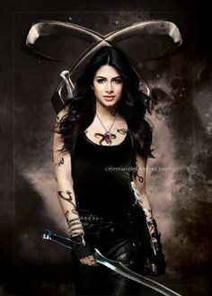 Omg She's so perfect - Shadowhunters - Isabelle Lightwood Clary And Simon, Clary Und Jace, Clary Fray, Isabelle Lightwood, Shadowhunters Tv Series, Shadowhunters The Mortal Instruments, Mortal Instruments Runes, Idris Brasil, Cassandra Clare Books