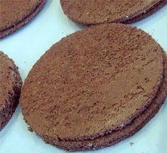 Biscuit Joconde Pour 2 plaques 30×40 : 375g de tant pour tant amandes sucre glace tamisés ensembles, 5 œufs entiers + 5 blancs, 25g de sucre semoule, 40g de beurre fondu et refroidi, 50g de fa…