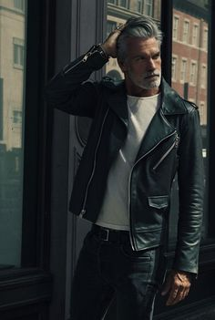 Look At These Men's Jackets. Uncover some terrific men's fashion. - Look At These Men's Jackets. Uncover some terrific men's fashion. With so much style for men to - Mode Masculine, Stylish Men, Men Casual, Celebridades Fashion, Mode Man, Style Hipster, Moda Blog, Herren Style, Outfits Hombre