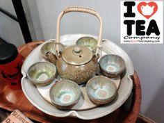 Set artesanal cerámica: 1 Tetera (700 ml) + 6 Vasos + 1 Bandeja con compartimento para vela o ceremonia del té. 65 euros. Ref. SetBandeja01