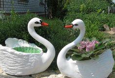 Декоративные лебеди-вазоны