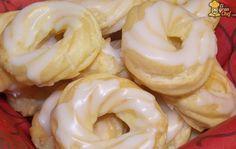 ¿Te gustan esas típicas rosquillas glaseadas que venden en las panaderías pero no sabes cómo hacerlas tu mismo? ¿Quieres aprender a hacer una masa bomba con éxito? Hoy te voy a enseñar a hacer una clásica masa bomba para utilizar en diversas recetas y cóm