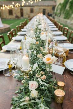 Intimate Al Fresco Wedding In A Tuscan Vineyard wedding colors september / fall color wedding ideas / color schemes wedding summer / wedding in september / wedding fall colors Farm Table Wedding, Wedding Table Centerpieces, Wedding Flower Arrangements, Flower Centerpieces, Wedding Decorations, Wedding Ideas, Centerpiece Ideas, Long Wedding Tables, Wedding Backyard