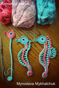 How to crochet pom poms to shorten the edge of the productHow to crochet pom poms to shorten the edge of the productHow to add crochet braid to each fabric edge - CraftStylishHow to add Crochet Bookmark Pattern, Crochet Case, Crochet Bookmarks, Crochet Gifts, Crochet Lace Edging, Freeform Crochet, Irish Crochet, Crochet Flowers, Embroidery