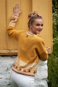 Easy Knitting Patterns for Beginners - How to Get Started Quickly? Fair Isle Knitting Patterns, Fair Isle Pattern, Sweater Knitting Patterns, Knit Patterns, Knitted Bunnies, Norwegian Knitting, Knitting For Beginners, Knitting Projects, Knit Crochet