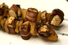 Bacon Wrapped Chicken Shish Kabobs- Yummy way to eat lean protein! Sliced Turkey, Turkey Bacon, Chicken Kabobs, Chicken Wraps, Bacon Wrapped Chicken, Chicken Bacon, Shish Kabobs, Gluten Free Snacks, Yummy Food