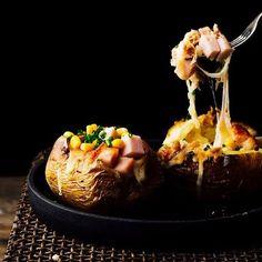 Roasted stuffed potatoes❤❤--Patatas asadas rellenas. No quiero que acabe el finde XD #foodphotography #feedfeed